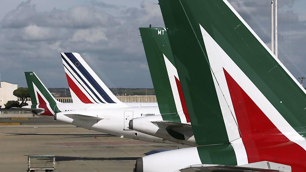 Letztes Flugzeug von Italiens Airline Alitalia gelandet