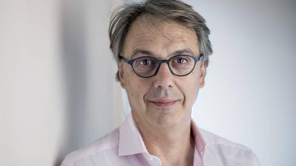 Massimo Rocchi geht davon aus, dass sein Publikum klüger ist als er: So rechtfertigt der Schweizer Kabarettist denn auch die trockenen Inhalte seines Programms.