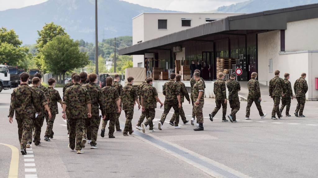 Die Teilnehmer der aktuellen Rekrutenschulen dürfen bis Ende Oktober nicht mehr nach Hause.