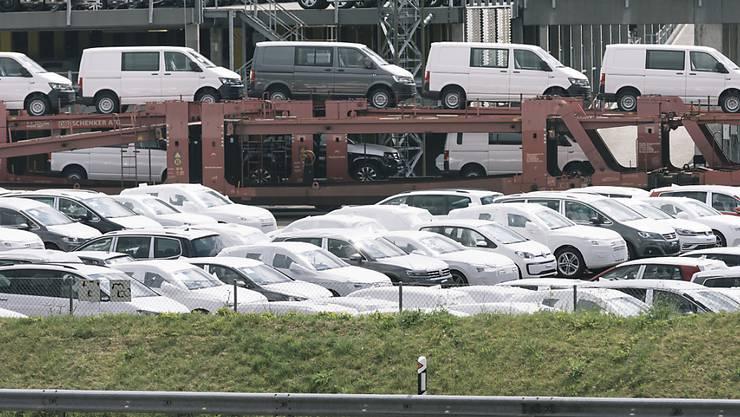 Die EU will definitive Strafzölle auf Stahlimporte einführen und hat die WTO letzten Freitag darüber informiert. Die Schweizer Stahlproduzenten, die wichtige Teile für die EU-Automobilindustrie liefern, dürften mit einem blauen Auge davonkommen: Sie erhalten spezifische Schweiz-Kontingente.