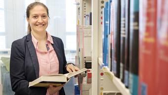 In der Bibliothek der Juristischen Fakultät wird Laetitia Block nach den Wahlen für ihre Anwaltsprüfung lernen.