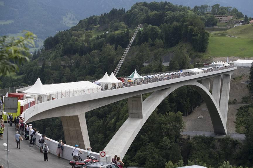 Lädt zum Feiern ein: Die Taminabrücke in Pfäffers. (Bild: Tagblatt/Ralph Ribi)