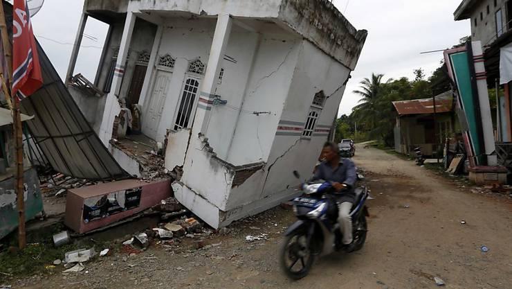 Schwere Zerstörung nach dem Erdbeben in der indonesischen Provinz Aceh: 43'000 Menschen sind obdachlos.