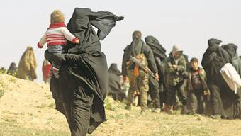 Angehörige von IS-Kämpfern verlassen Baghus, die letzte Bastion der Terrormiliz in Syrien.