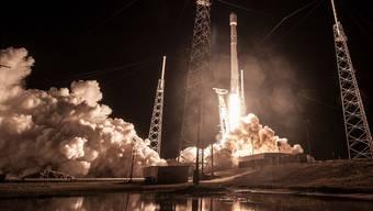In der Trägerrakete «Falcon 9», die am Sonntag startete, sollte SpaceX einen Satelliten der US-Regierung ins All katapultieren, verlor diesen aber kurz nach dem Start.