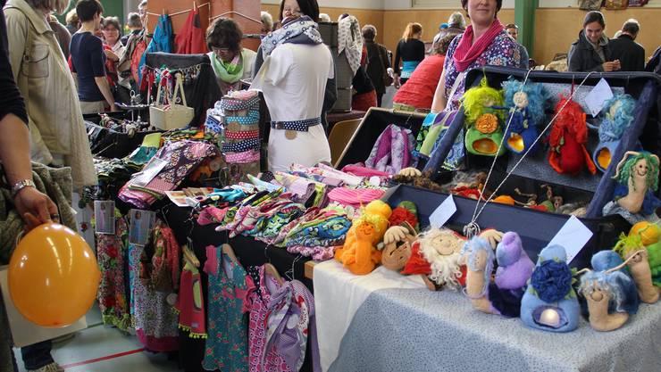 Kleider, Windlichter oder Gürtel gibts am Koffermarkt.