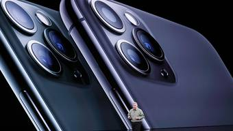Die neue iPhone-Generation von Apple soll bessere Kameras haben. (Bild: KEYSTONE/EPA/JOHN G. MABANGLO)