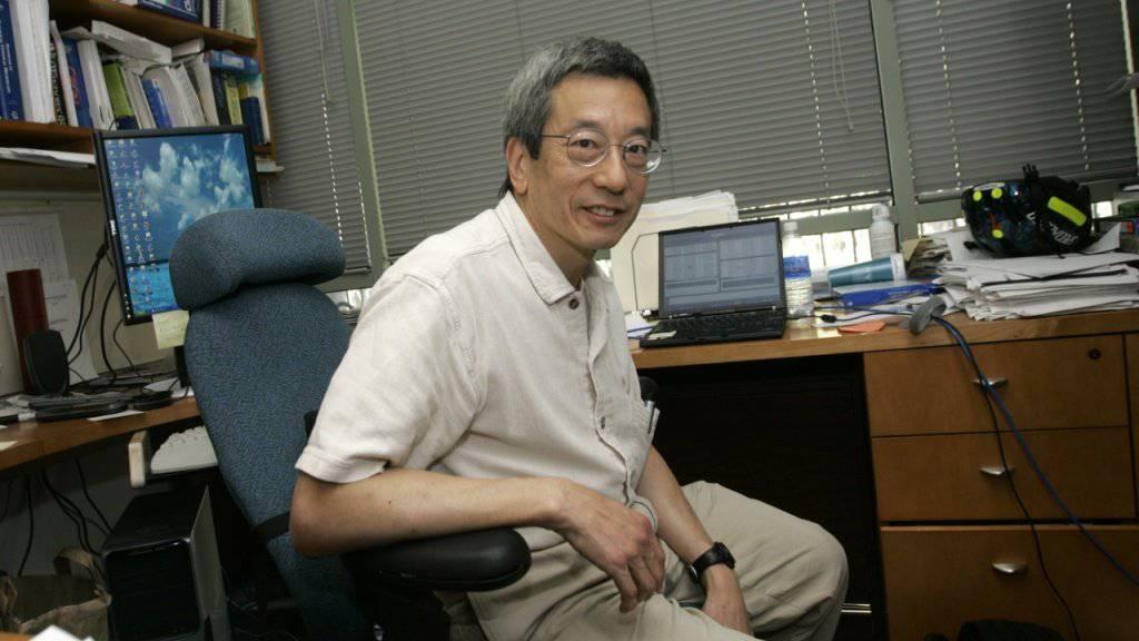 Roger Tsien 2008 in seinem Büro an der UC San Diego. (Archivbild)