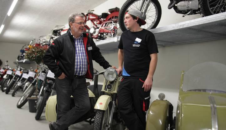 Werner Keller und Raphael Keller in den neuen Räumlichkeiten der Keller Motos AG