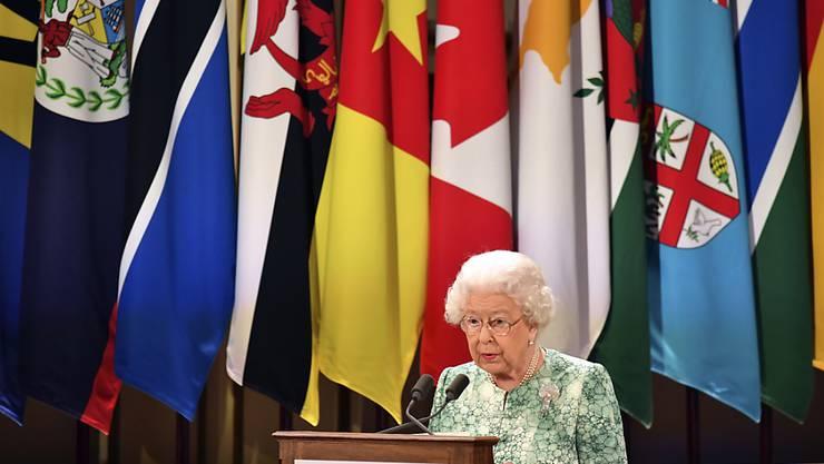 Queen Elizabeth II. spricht bei der Eröffnung des Commonwealth-Treffens in London.