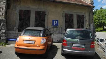 Heiss begehrt: die öffentlichen Parkplätze vor dem ehemaligen Schützenhaus Belvédère auf der Allmend.