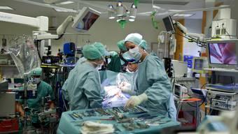 Werden immer komplexer: Ambulante Eingriffe. Hier eine Herzoperation im Kinderspital Zürich.