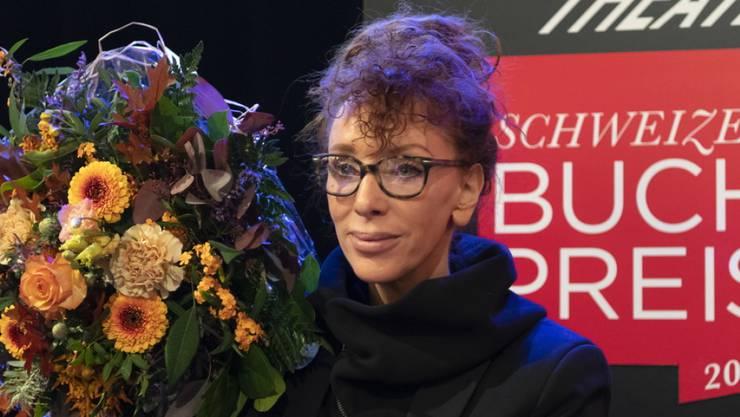 """Die gebürtige Deutsche und in der Schweiz lebende Autorin Sibylle Berg  wird für ihre """"eispickelharte Gesellschaftskiritk """"GRM. Brainfuck."""" mit dem Schweizer Buchpreis 2019 geehrt."""