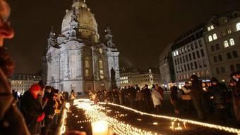 Tausende Menschen gedachten in Dresden der Opfer der Bombenkrieges von 1945