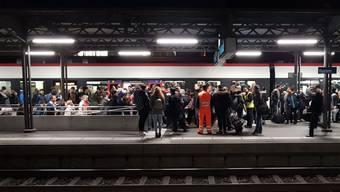 Letzten Donnerstagabend brauchte es im Feierabendverkehr viel Geduld – so wie hier am Bahnhof Baden.