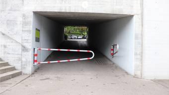 Die Barrieren sollen Velofahrer zum Bremsen animieren.