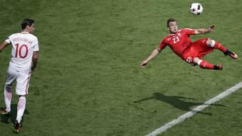 Xherdan Shaqiris Traum-Fallrückzieher im Spiel gegen Polen im Video