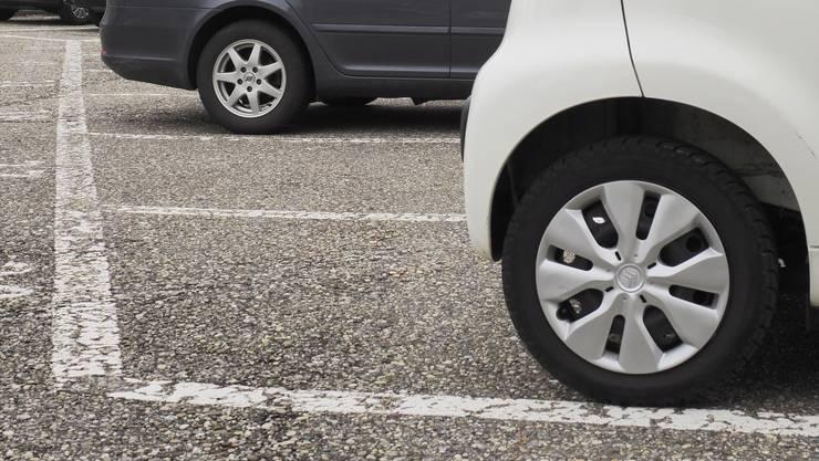 Vor allem am neuen Parkierungsreglement, welches die Maximalzahl an Parkfeldern vorgibt, scheiden sich die Geister.