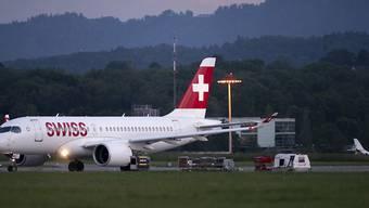 Ein Flugzeug des Typs Airbus A220-100 von Swiss. (Symbolbild)