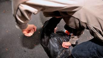 Ein damals 19-Jähriger wollte auf dem Schulweg seinen kleinen Bruder rächen. (Symbolbild)