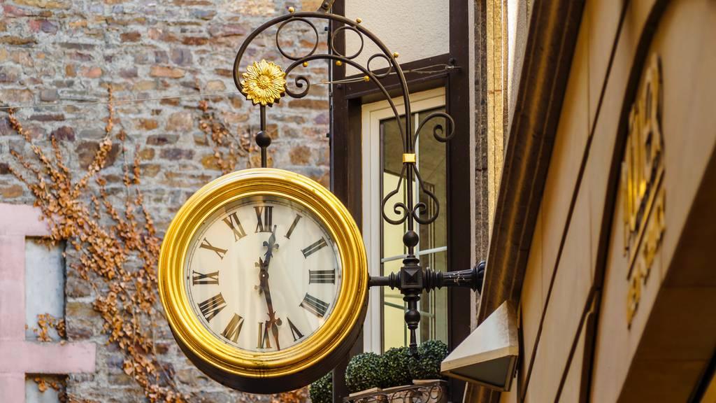 Magneta Uhr Zürich Inside