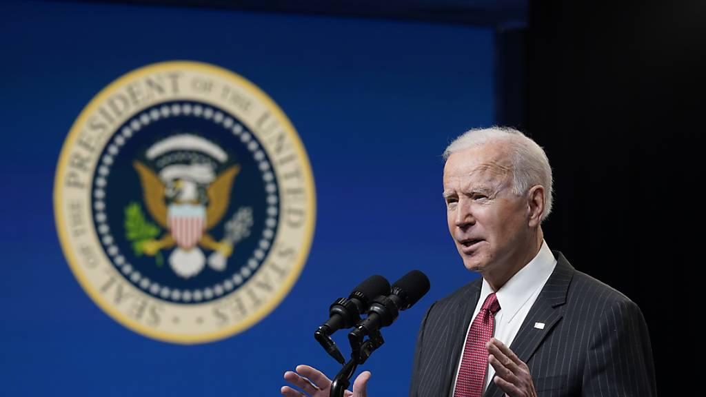 Joe Biden, Präsident der USA, spricht im South Court Auditorium im Weißen Haus. Foto: Patrick Semansky/AP/dpa