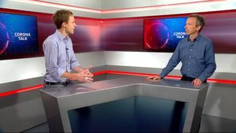 CH-Media-Chefredaktor Patrik Müller und Auslandchef Samuel Schumacher im Gespräch.