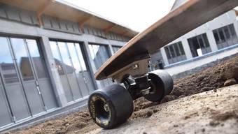 Im Neubau mit dem Annexgebäude wird der Werkhof untergebracht. Beim Parkplatz soll für die einheimischen Jugendlichen eine Skater-Rampe aufgestellt werden.