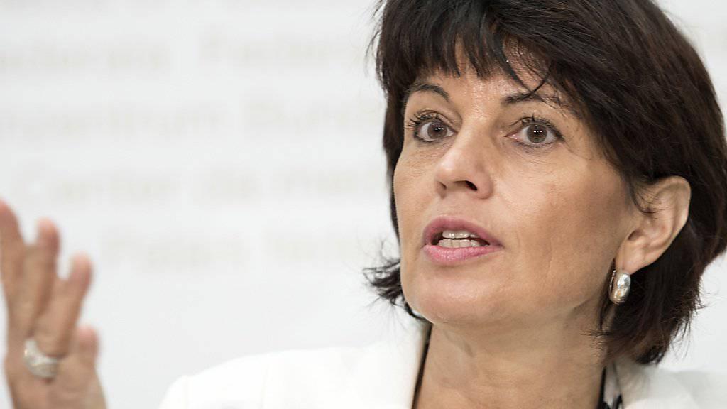 Umweltministerin Doris Leuthard erklärt, wie der Bundesrat die Treibhausgasemissionen senken will.