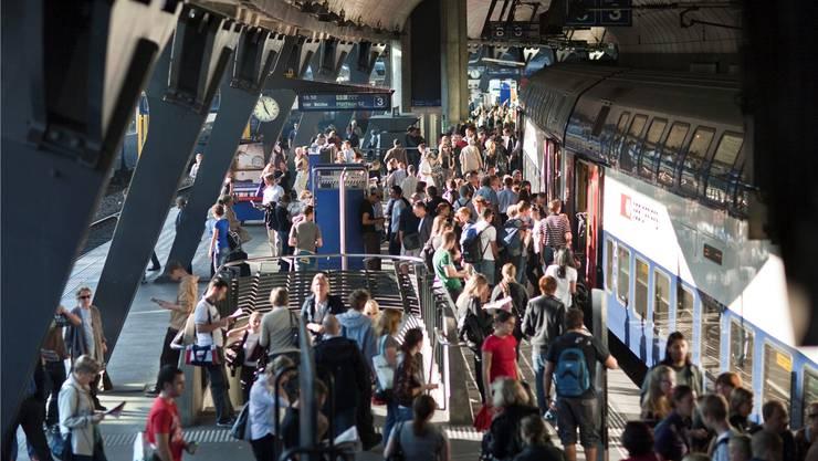 Der Bahnhof Stadelhofen werde im Zug der Fabi-Vorlage ausgebaut, deshalb brauche es nun keinen zusätzlichen Druck beim Bund, findet der Kantonsrat.