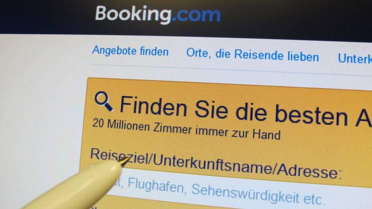 Der Preisüberwacher will Online-Buchungsplattformen in Zukunft mehr unter die Lupe nehmen. Gegen Booking.com ist bereits eine Untersuchung hängig. (Archivbild)