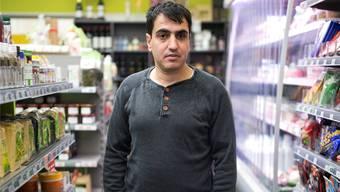 Als Praktikant im Lebensmittelladen: Im Rahmen von «Ponte» arbeiten traumatisierte Flüchtlinge wieder. Moritz Hager