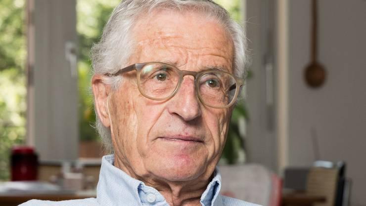Rolf Lyssy, Filmregisseur, portraitiert zuhause in Zürich Hottingen am 24. August 2017.