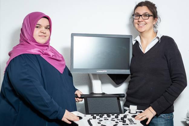 Deborah Sommerhalder und Zulejha Serifi haben sich bei der Arbeit kennen gelernt.