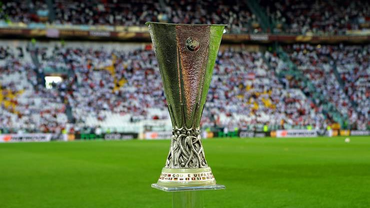 So präsentierte sich der Europa-League-Pokal beim Final 2014 in Turin. Im Mai 2016 wird er im St. Jakob-Park in Basel verliehen. Keystone