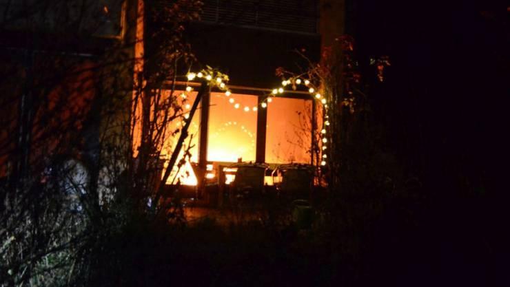 Wegen eines vergessenen Adventskranzes hat es am Dienstagabend in Biel-Benken BL in einem Einfamilienhaus gebrannt.