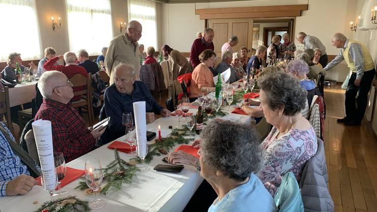 Tischdekoration bestens verdankt. Gerne wurden die verschied gestalteten Dekorationen von den Teilnehmenden mit bestem Dank als Erinnerung nach Hause genommen.