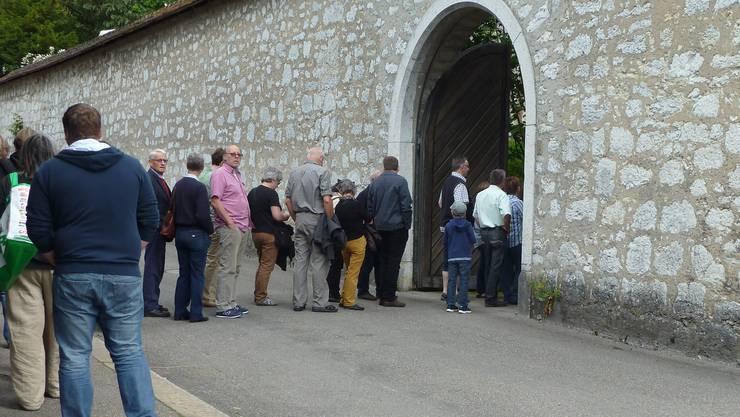 Grosser Andrang vor dem Kloster