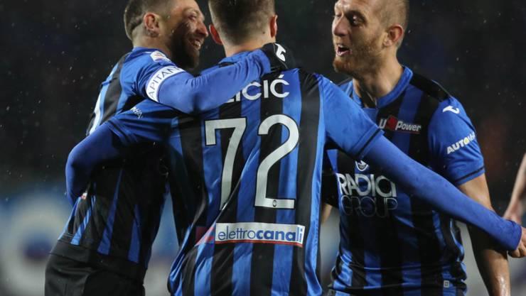 Die Spieler von Atalanta Bergamo freuen sich über einen torreichen Blitzstart gegen Bologna