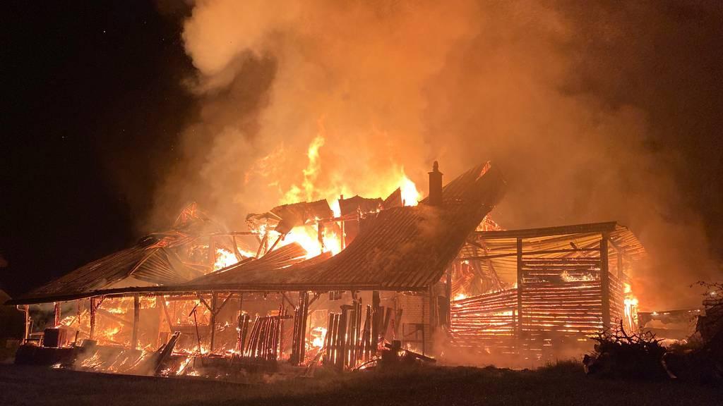Scheune in Risch Rotkreuz niedergebrannt