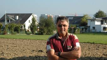 Bauer Hans Delz kämpft dagegen, dass auf dem Möhliner Kulturland weitere Häuser gebaut werden. Foto: MWB
