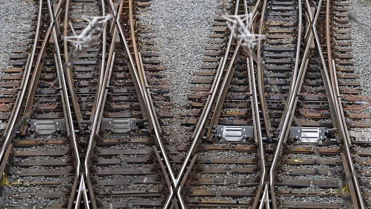 Wegen eines aus den Schienen gesprungenen Baukrans ist zwischen Chur und Landquart GR der SBB-Bahnverkehr beeinträchtigt. (Themenbild)