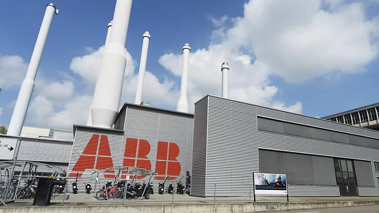 Beim ABB-Konzern haben Integrationskosten der von GE übernommenen Sparte Industrial Solutions sowie Altlasten auf den Gewinn gedrückt. (Archivbild)