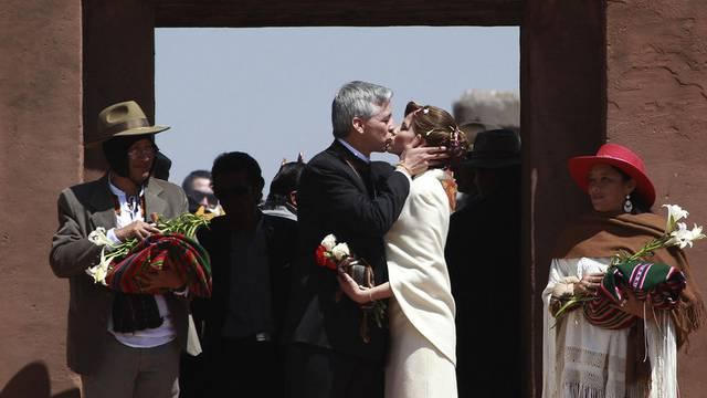 Boliviens Vize-Präsident und seine Frau vor dem Steintempel der Aymara