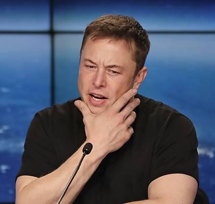 Eine Falcon-9-Rakete des Unternehmens Space X, das dem Tesla-Gründer Elon Musk gehört, bringt den Reinigungssatelliten zur Internationalen Raumstation ISS in 400 Kilometer Höhe.