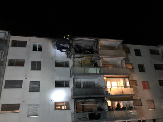 Die Wohnung nach den Löscharbeiten.  Die vom Brand betroffene Wohnung ist total beschädigt, der Schaden wird auf über 200'000 Franken geschätzt.