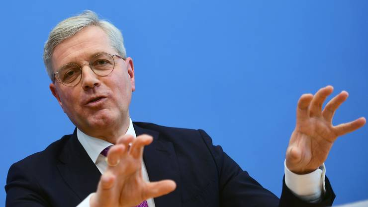 Der frühere deutsche Umweltminister und heutige Aussenpolitiker Norbert Röttgen hat offiziell seine Kandidatur um den CDU-Vorsitz angekündigt.