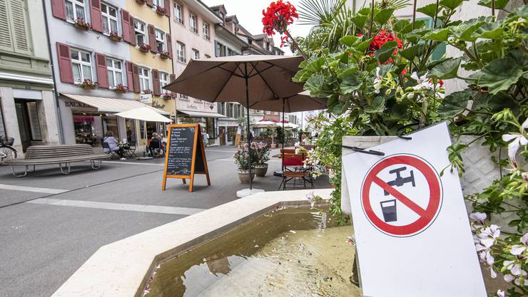 Seit Freitagabend wird an allen Stadt-Brunnen gewarnt: Das Wasser darf nicht getrunken werden.