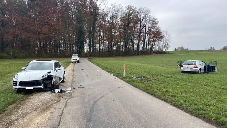Wohlen AG, 20. November: Auf der Alten Bremgartenstrasse komm ein Neulenker von der Fahrbahn ab und kollidiert mit einem parkierten Porsche.
