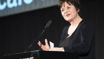 """Grand-Prix-Gewinnerin Pascale Kramer spricht an der Verleihung der Schweizer Literaturpreise, am Donnerstag, 16. Februar 2017 in Bern. Der Schweizer """"Grand Prix Literatur"""" ist mit 40'000 Franken dotiert und wurde zum fünften Mal verliehen."""